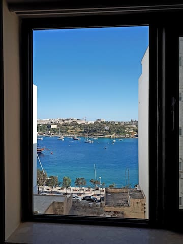 Azure Window-3 bedroom sea view-Sliema The Strand