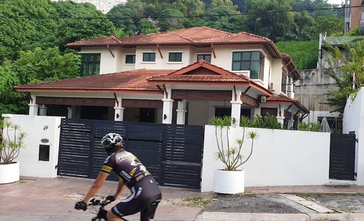 Serene Hillside House @ Bukit Gambir