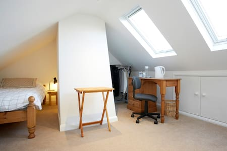 Attic room: continental breakfast - Harrogate - Huis
