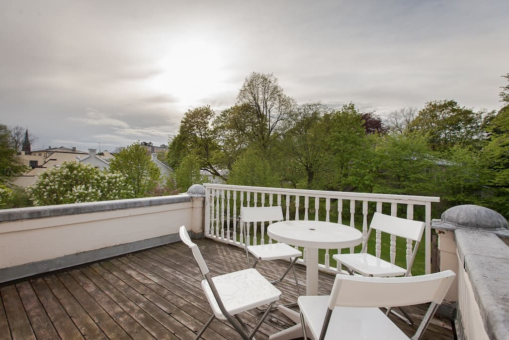 Peaceful and sunny 2. floor balcony overlooking the peaceful garden and glancing over to the busy shopping street only two minutes away.