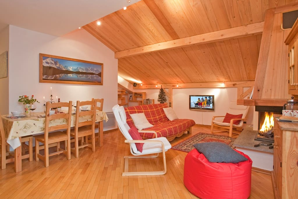 Alpine style decor and comfy chairs - excellent setting for enjoyable and memorable conversations.