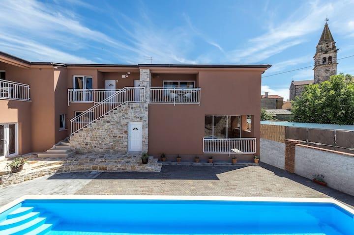 Apartment Complex Valtrazza with Common Pool / Two-Bedroom Apartment Noa II in Villa Valtrazza with Pool View