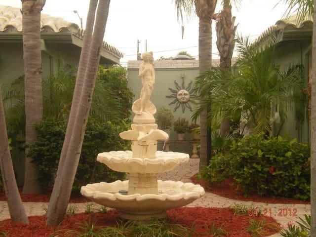 Tropical Garden - Malverne Apt 1/1