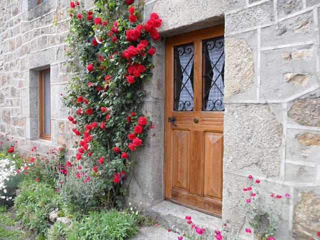 entre Aubrac et Margeride - La Fage-Montivernoux - Rumah