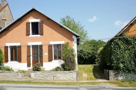 Spacious, family friendly house, Northern Dordogne - Saint-Priest-les-Fougères
