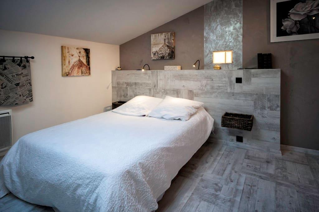 chambres d 39 h tes la magnanerie en dr me proven ale chambres d 39 h tes louer sauzet auvergne. Black Bedroom Furniture Sets. Home Design Ideas