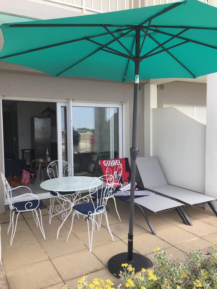 """Appartement 7 au RDC vue MER résidence """"LE MAEVA""""."""