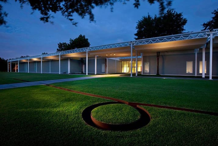 Menil Collection 2 blocks away