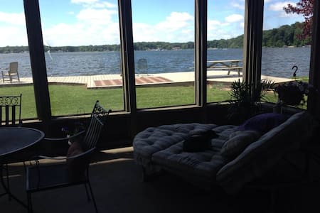 Lake front 4 bedroom w pier May 200.00 per night
