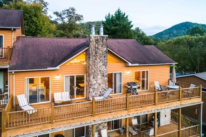Smoky Mountain valley home in golfing community.