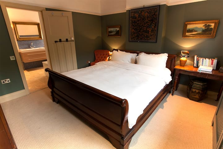 Gorgeous DBL + bunk in heart of lovely Mells - Mells