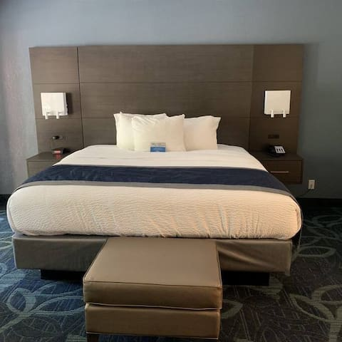 Brookdale Lodge,  King bed