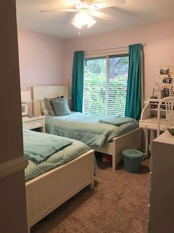 Cozy Carlsbad Cottage Room Near Encinitas