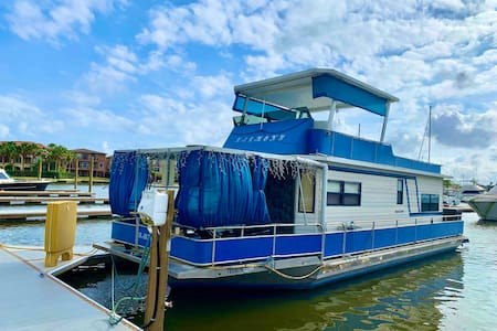 Feel the Harmony with our Cozy Houseboat