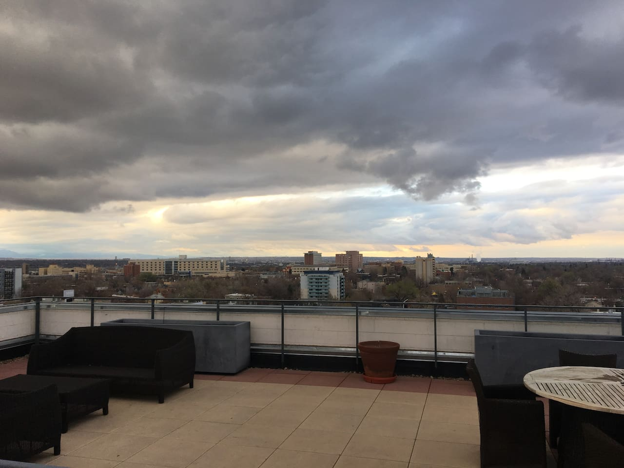 Sunny, open 2BD/2BA with rooftop deck!