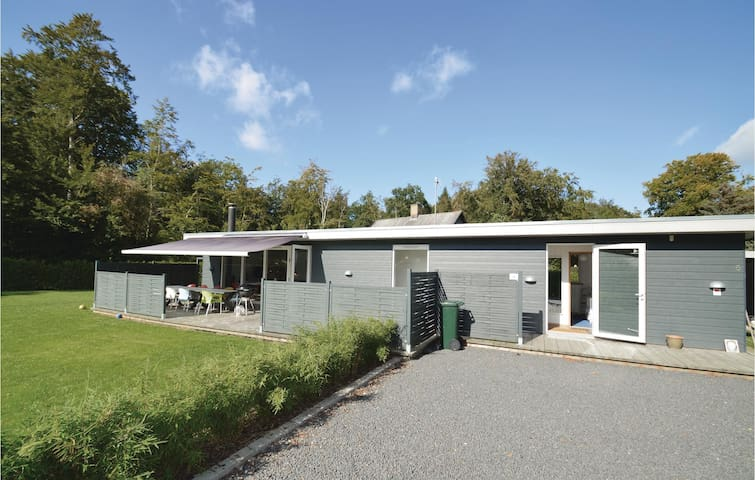 Holiday cottage with 4 bedrooms on 95m² in Stubbekøbing