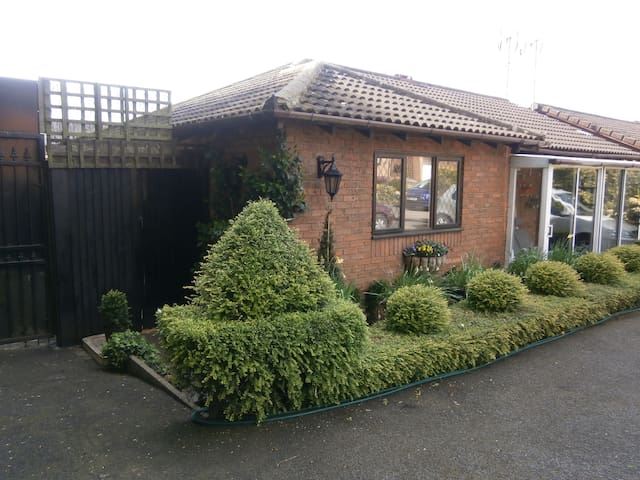 Self-contained suite, Nr Coventry, Warwickshire - Bedworth - Bangalô