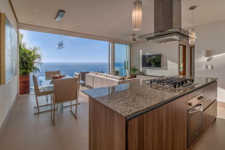LUXURY| AMAPAS 353 |DeckJACUZZI |BLOCK2BEACH | GYM