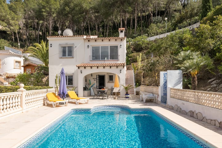 Hillside Villa, Private Pool & Stunning Views