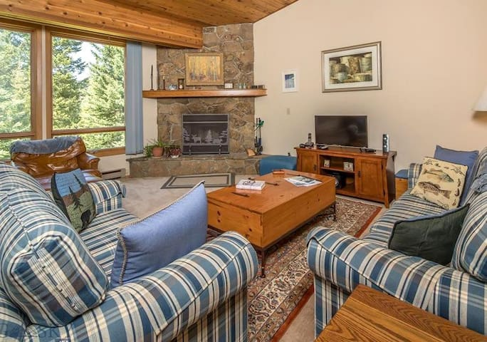 The Most Cozy Retreat in Big Sky / Town Center!