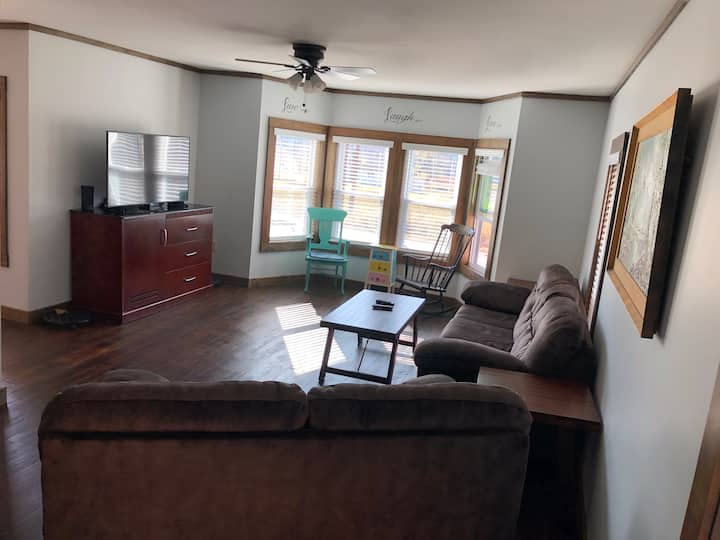 Modern Country Home - Close to Bethel Woods/River
