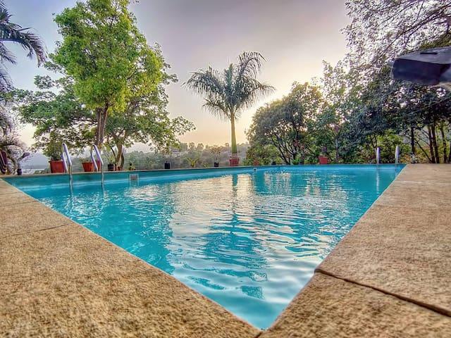 JMD Farm Villa..Pavna Lake Touch Pvt Swimming Pool