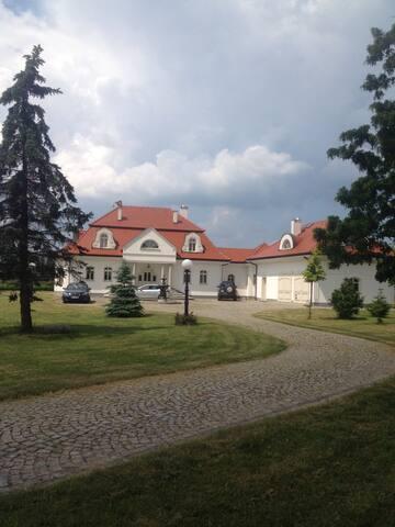Dworek w śród lasów pól i łąk - Skarbimierz - House