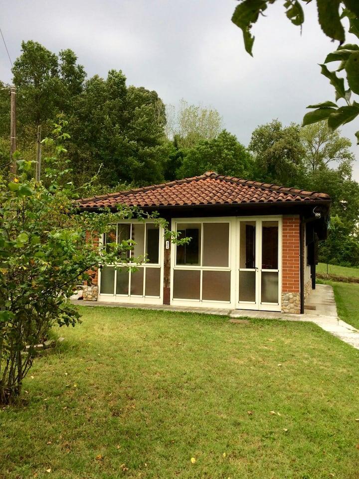 Caratteristico cottage nel verde