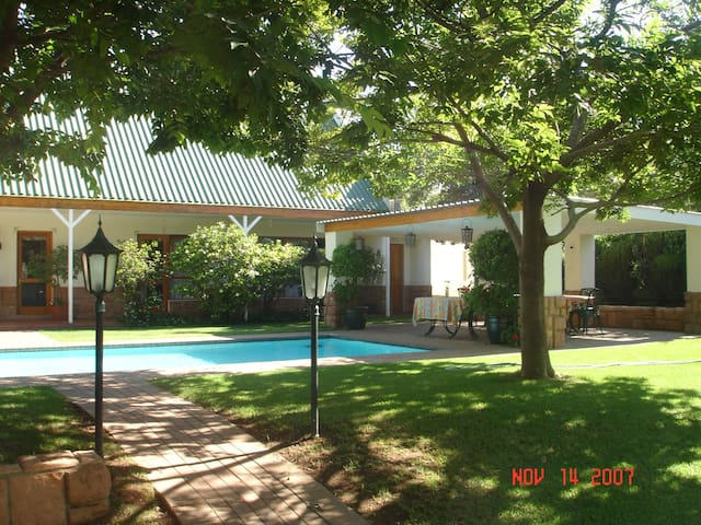 Sunninghill Guest Lodge ( Room 1 )