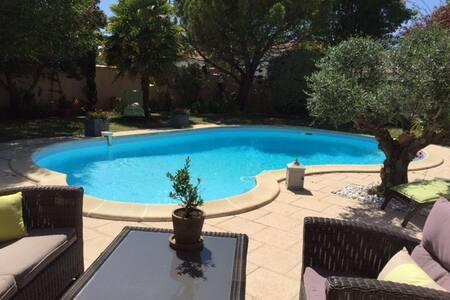 STUDIO avec piscine deux personnes - Saint-Xandre - Hus