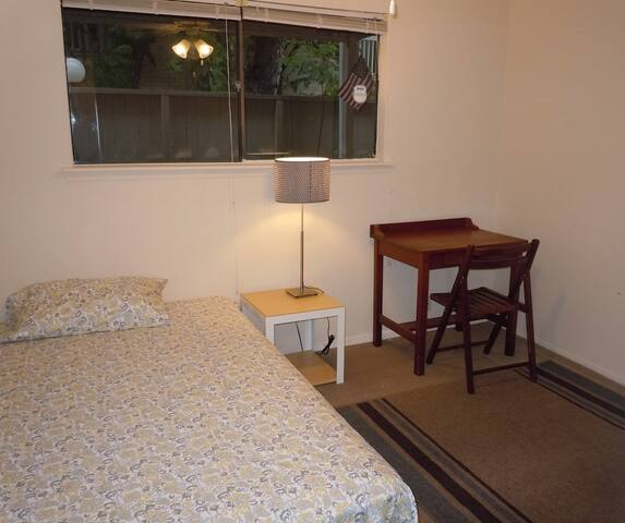 Private Rm 11 minutes from Galleria - Houston - Byhus