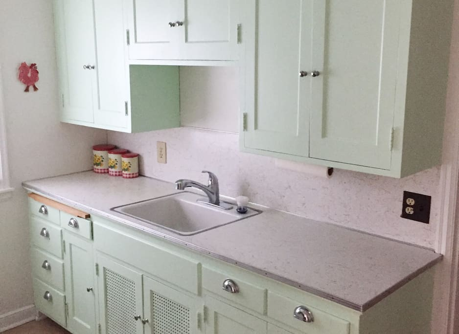 This tidy 1949 duplex home unit with full kitchen will be the perfect spot for your long-term stay.