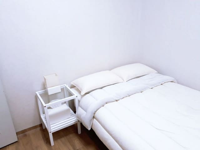 Clean and comfortable room for 1 or 2 people.