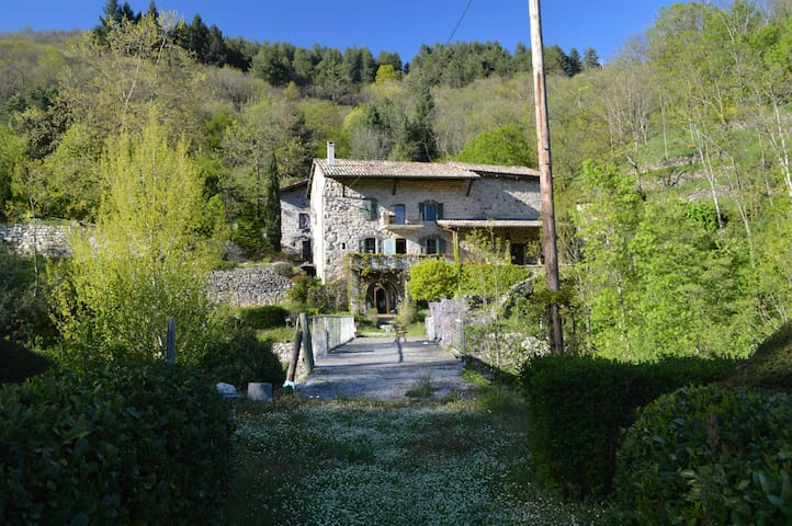 Charming old traditional Ardèche stone house - Montpezat-sous-Bauzon
