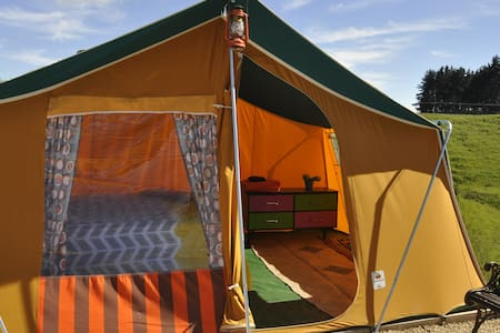 Sustainable Glamping in private retro tent - Tirau