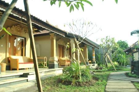 Trijaya Deluxe 1 - Gerokgak - 家庭式旅館