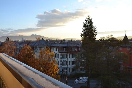 Big room with a terrace City Center - Bern - Apartmen