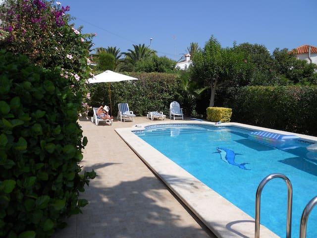 Beautiful villa, private pool, walk to the beach