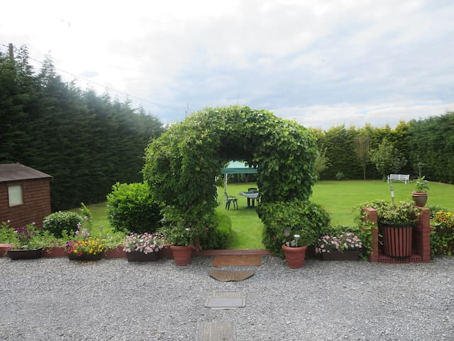 Peaceful, Suburban Location. - Galway - Bed & Breakfast