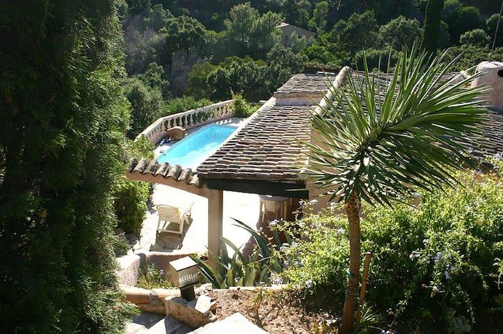 Mas provençal vue mer 250m plage piscine 6 pers+2 - Rayol-Canadel-sur-Mer - House