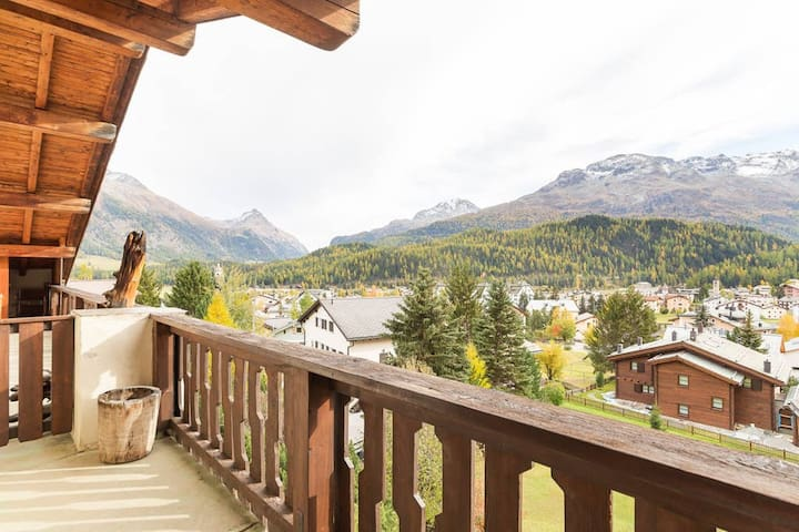 The Balcony and the mountain's view