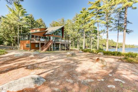 Idyllic, Pet-Friendly Waterfront home on Lake Winnipesaukee with panoramic views