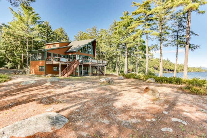 Idyllic, Pet-Friendly Waterfront home on Lake Winnipesaukee with panoramic views