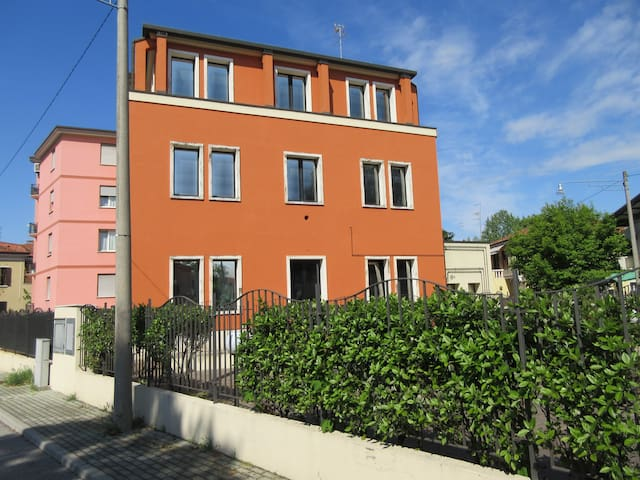 "FLAT ""3"" BY TRAIN STATION INSMALL QUIET BUILDING - Veneza - Apartamento"