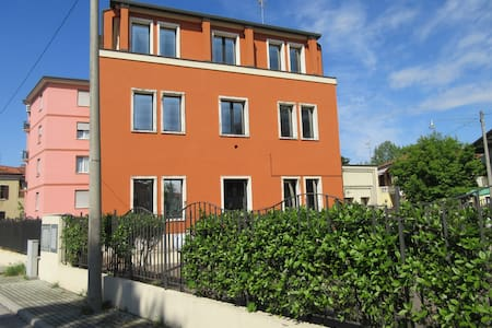 "FLAT ""3"" BY TRAIN STATION INSMALL QUIET BUILDING - Venedig"