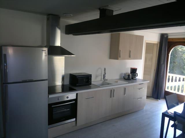 F4 Comoretto au 2ème étage avec balcon - Bonneville - อพาร์ทเมนท์