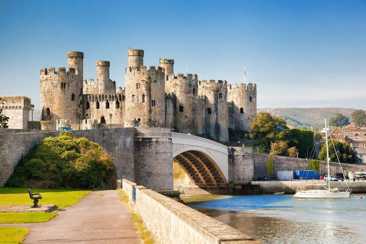 Conwy Castle Bodnant Gardens Surf Snowdonia nearby - Llandudno Junction - บ้าน
