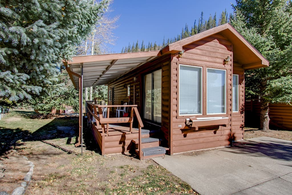 Quaint river front chalet cabins for rent in for Breckenridge colorado cabins