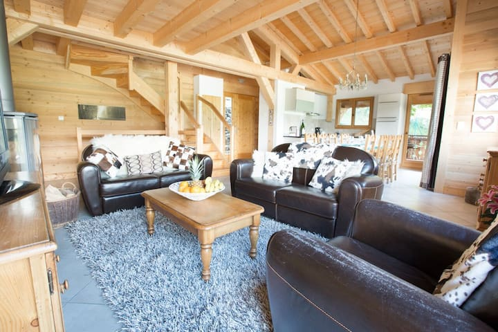 Luxury chalet with hot tub and panoramic views!