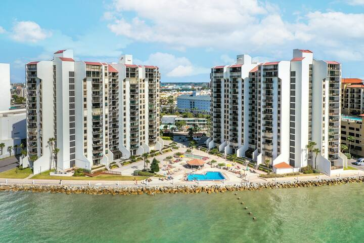 Gulffront Condo w/ Amazing Views, Free WiFi, Washer/Dryer, & a Shared Pool